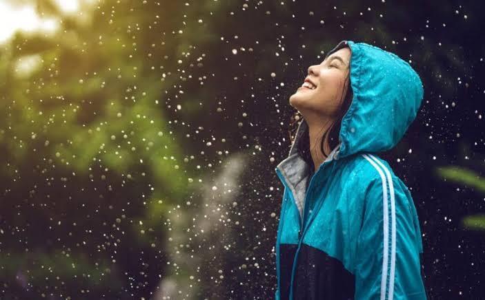 Hobi Traveling? Ini 6 Tips Jitu Agar Traveling di Musim Hujan Tetap Seru Dan Berkesan