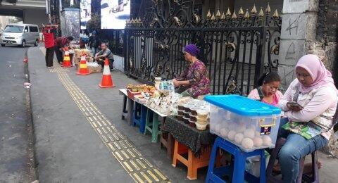 PKL Boleh Jualan di Trotoar Jakarta, Anies Akan Terbitkan Pergub
