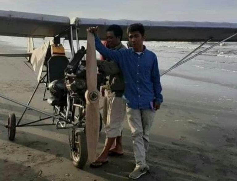 Viral Media Sosial, Pemuda Pinrang Lulusan SD Membuat Pesawat dan Menerbangkannya!