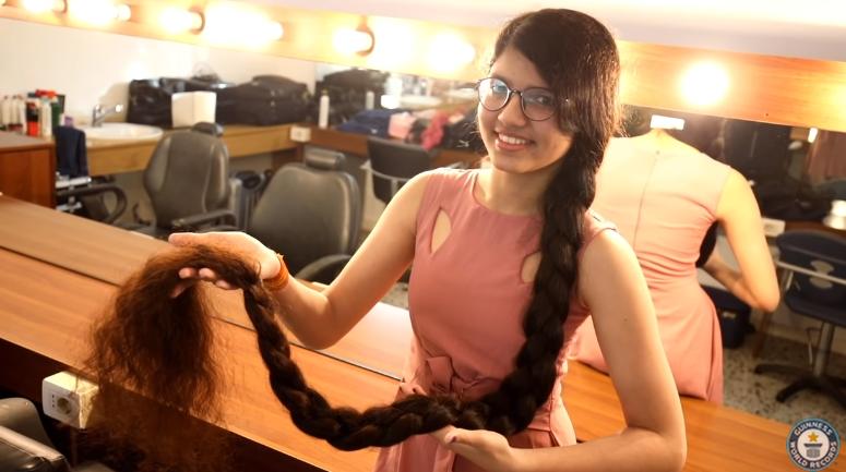 Cewek Dengan Rambut Terpanjang Di Dunia Versi Guiness World Record