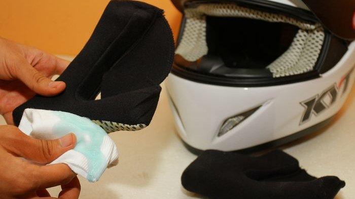 Cuci Helm Sendiri di Rumah, Begini Caranya GanSis!