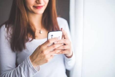 7 Alasan Kenapa Perempuan Suka Menarik Chatnya Kembali! Kamu yang Mana?