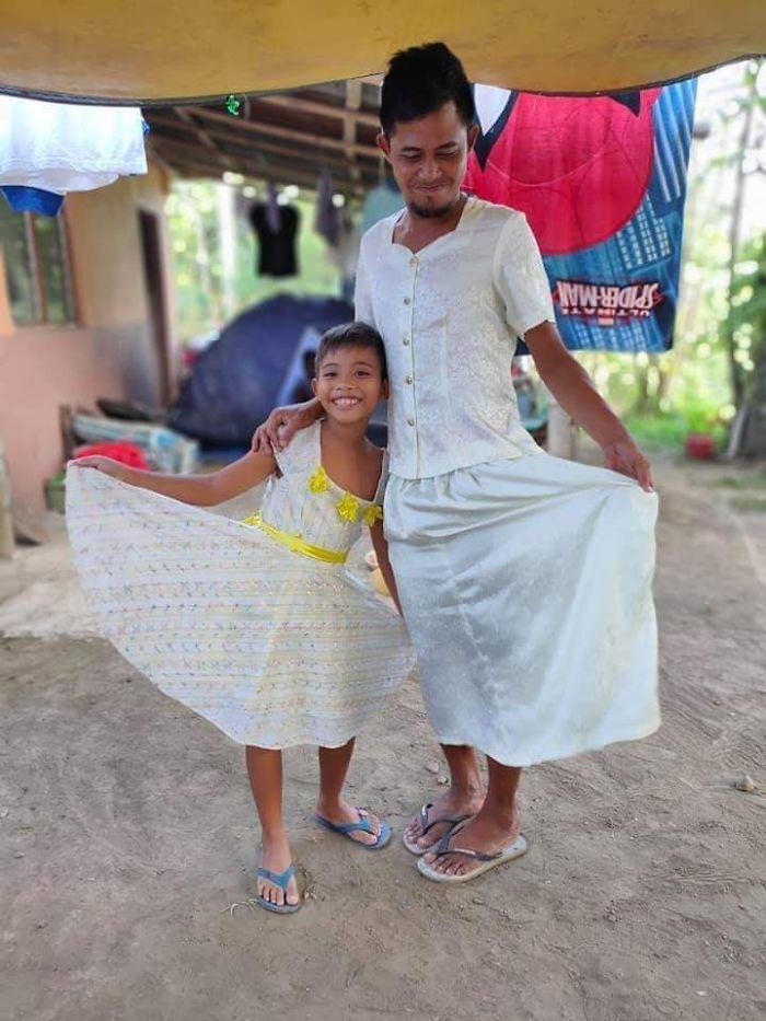 Pengungsi Gunung Taal Memakai Baju Sumbangan Mereka Bikin Ngakak!