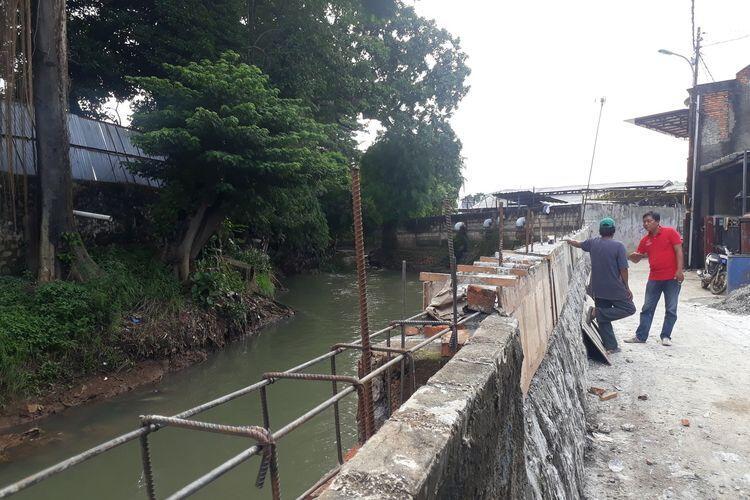 Patungan, Warga Kucurkan Dana Rp 20 Juta Perbaiki Tanggul Kali Cipinang