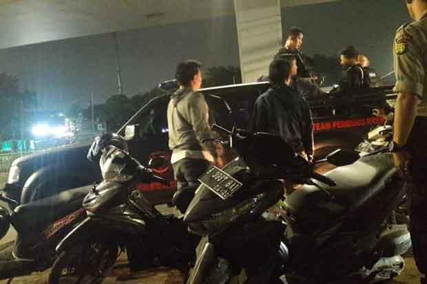 Geng Motor Terlibat Tawuran, Polisi Bekuk Pelaku dan Barang Bukti