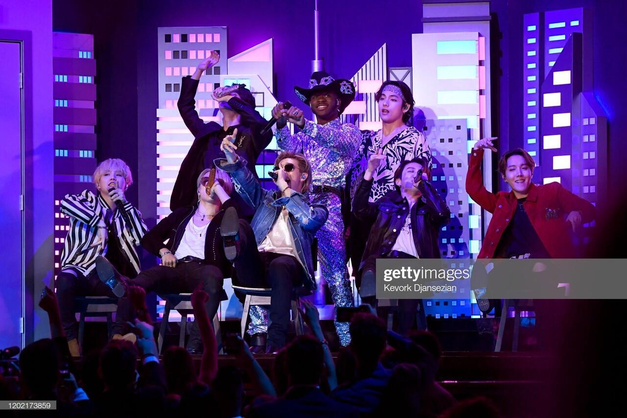 BTS Suguhkan Penampilan Memukau dalam GRAMMY Awards 2020