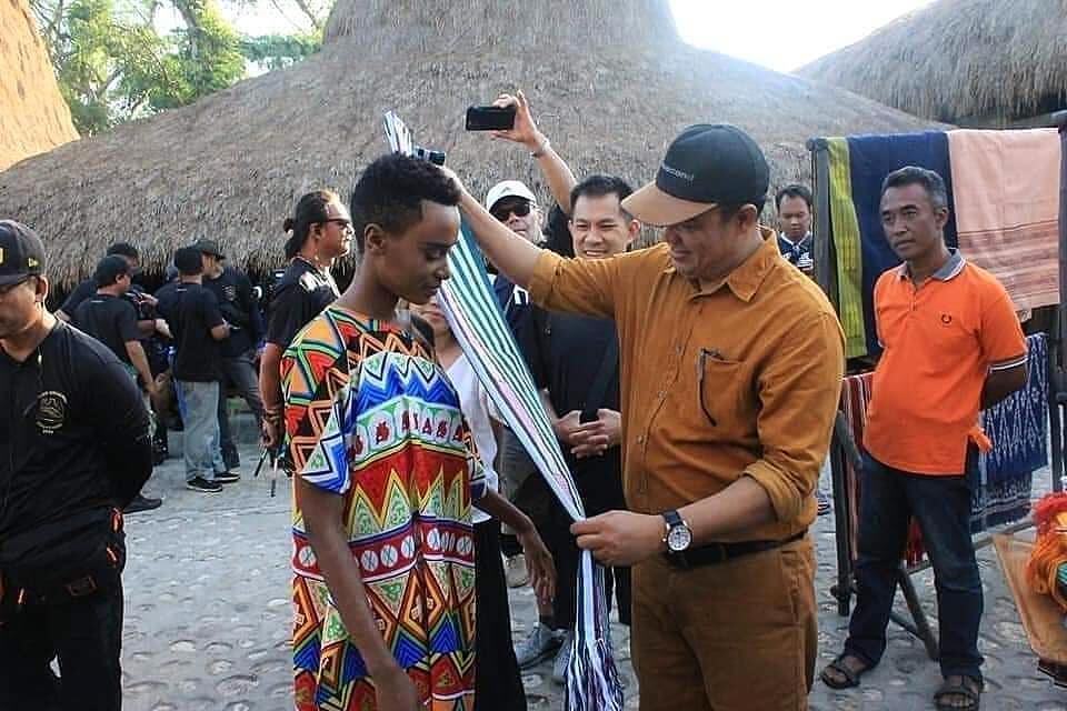 Zozibini Tunzi Kunjungi Indonesia, Ini Beberapa Potretnya Saat Di Sumba NTT