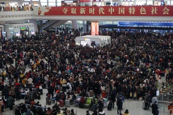 10 Foto Mudik Imlek di Tiongkok di Tengah Penyebaran Virus Corona