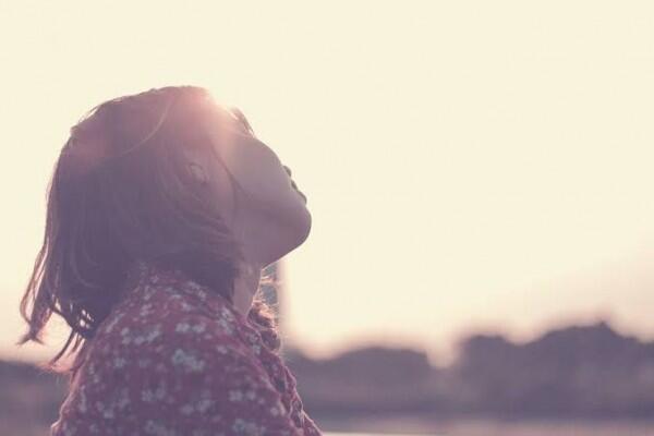 5 Cara Usir Kenangan Tentang Cinta Pertama, Jangan Terbelenggu Ya