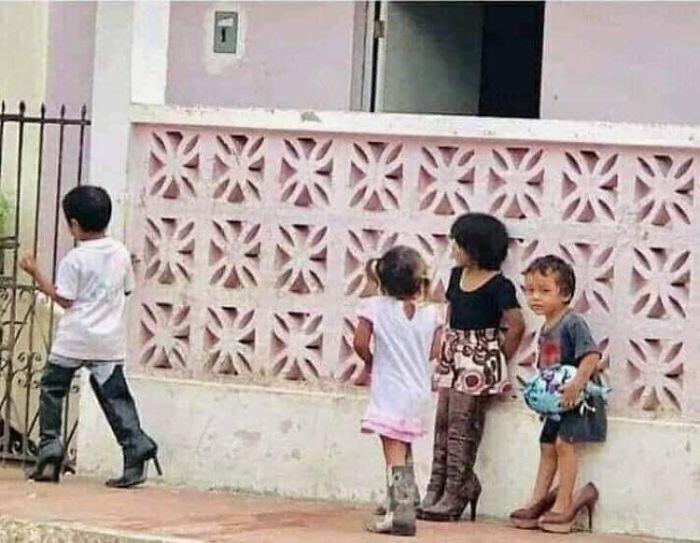 KOCAK, Kelakuan Pengungsi Filipina, Mengenakan Pakaian Nyeleneh dari Donatur
