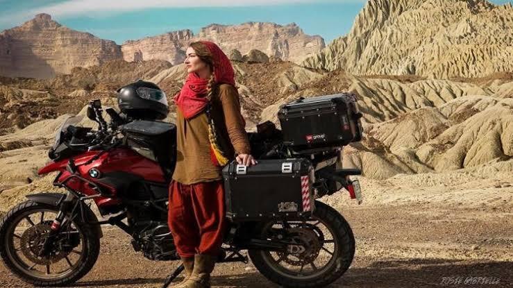 Biker Wanita Asal Kanada Rosie, Perjalanan Travellingnya Membuat Ia Muallaf