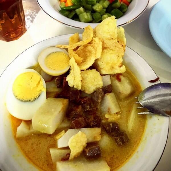 5 Rekomendasi Lontong Kari Enak di Bandung, Cocok Pisan buat Sarapan!