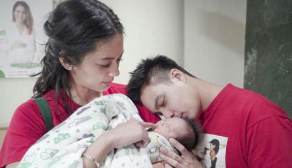 Mama Muda Hits, 10 Momen Penuh Kasih Paula Verhoeven Momong Baby Kiano