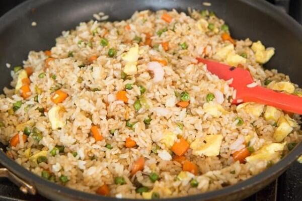 6 Makanan Lezat yang Ternyata Bisa Dimasak Menggunakan Rice Cooker