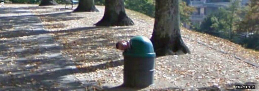 9 Foto Lucu yang Tertangkap Kamera Google Maps, Salah Satunya Kencing Sembarangan