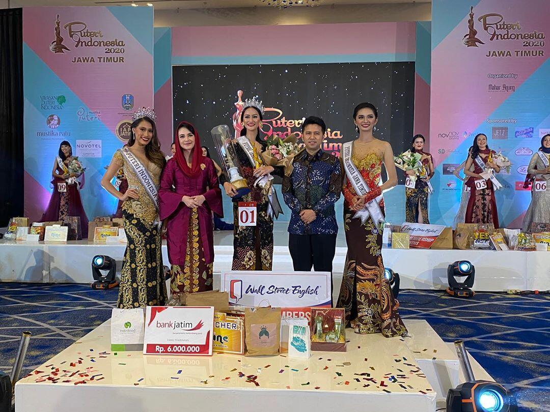 Datang Di Malam Final Pemilihan PI Jatim, Ibu Arumi Bachsin Jadi Sorotan