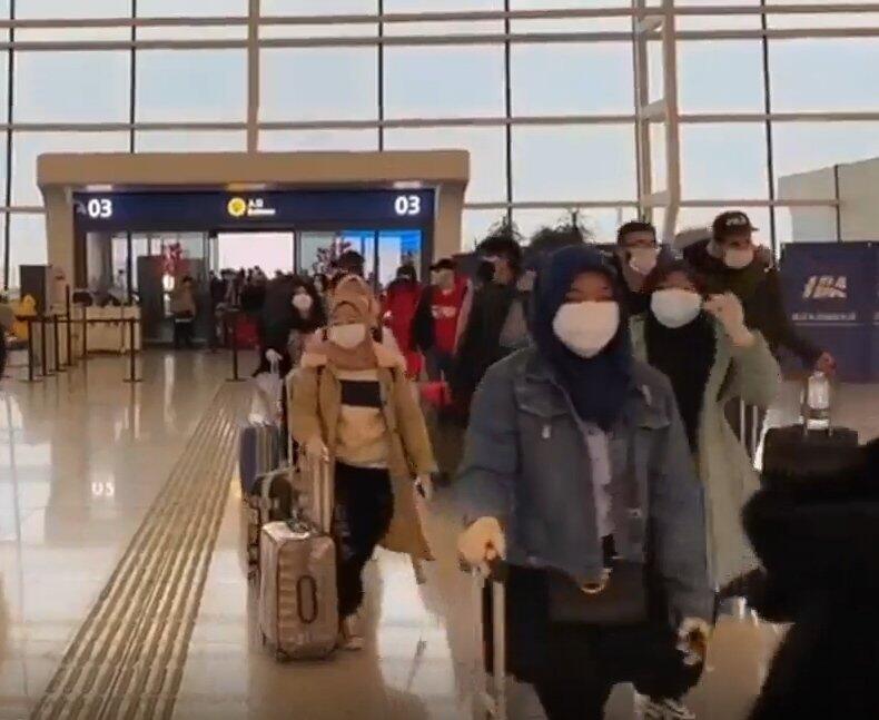 Momen Bahagia Kepulangan WNI dari Wuhan Ke Indonesia
