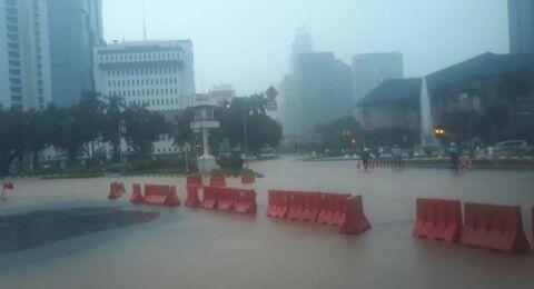 Diguyur Hujan Lebat, Kawasan Monas Kebanjiran