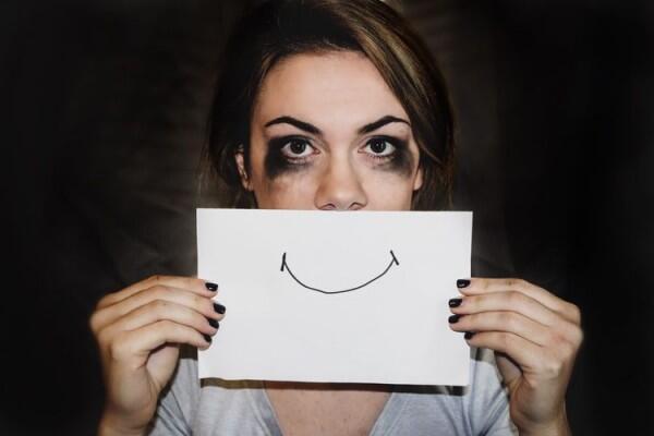5 Alasan Kamu Gak Boleh Berjuang Sendirian dalam Menjalani Hubungan