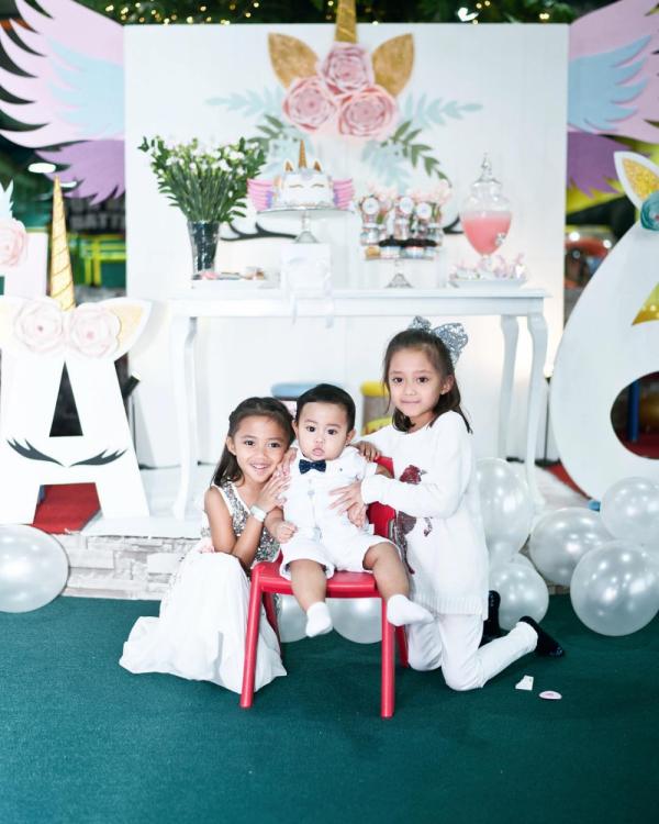10 Potret Kompak Tiga Anak Aldi Bragi dari Ririn Dwi Ariyanti, Gemes!