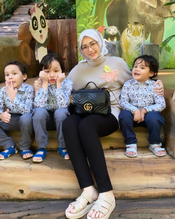 Jadi Ibu Siaga, 10 Gaya Adelia Pasha yang Manis & Menawan