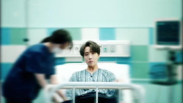 9 Potret J-Hope BTS dalam Keindahan Dunia 'Ego' Lewat Comeback Trailer