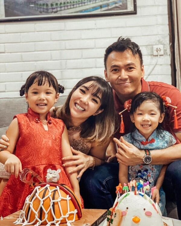 Gak Pandang Status, 6 Artis yang Pacaran dengan Single Parent!