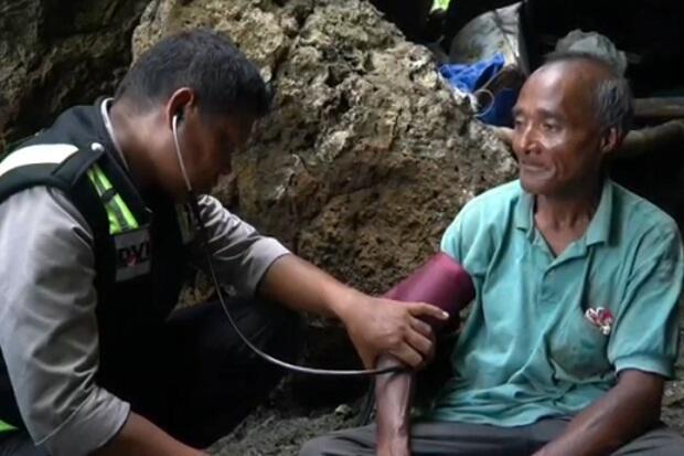 10 Tahun Tinggal di Gua, Kakek La Udu Jalani Pemeriksaan Kesehatan