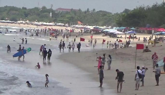 Tak Bisa pulang, Turis Cina Malah Perpanjang Liburan di Pulau Dewata