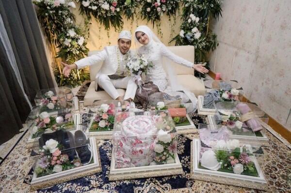 10 Potret Manis Pernikahan Ana Riana, Istri Mas Pur di Sinetron TOP
