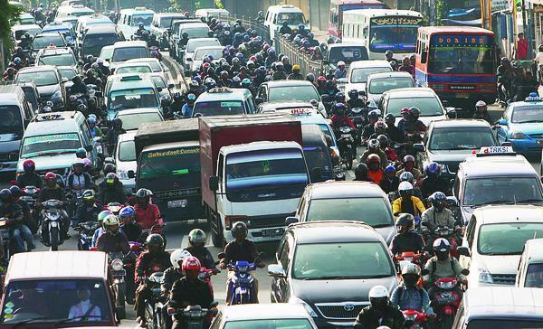 Kenapa Indonesia Akrab dengan Macet? Mari Kita Bahas Kuy!