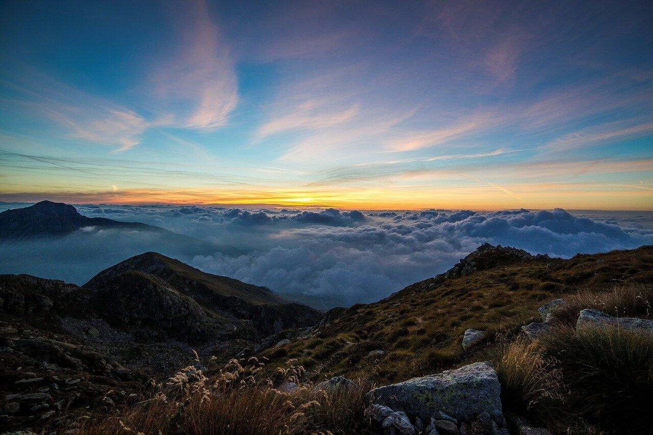 [LOVE LETTER 4] Teruntuk yang diseberang awan