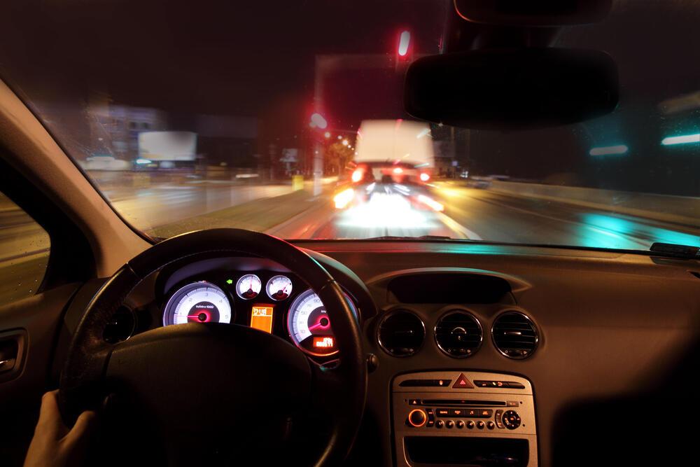 Kiat Agar Aman Berkendara di Malam Hari