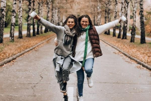 Easy Going, 5 Zodiak Ini Gak Nyusahin Kalau Diajak Pergi & Traveling