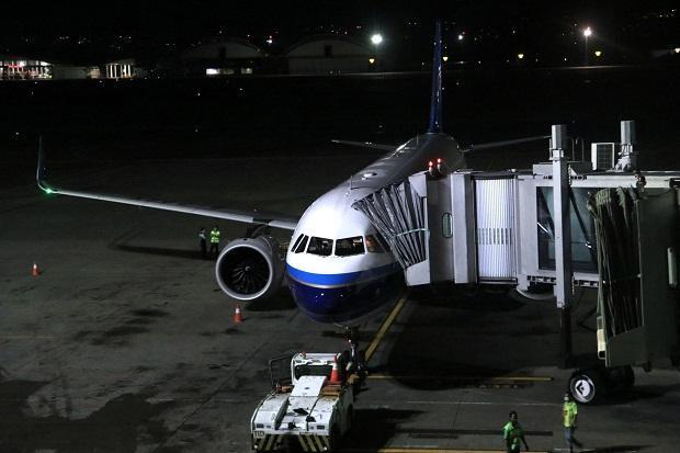 Pesawat Penjemput Warga China di Bali Tiba di Bandara Ngurah Rai