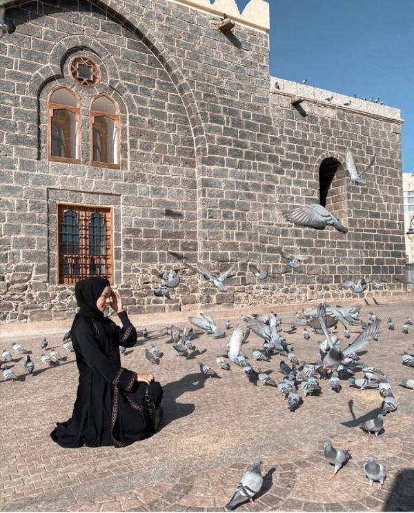 Bikin Pangling, 10 Potret Selebgram Dara Arafah dengan Balutan Hijab