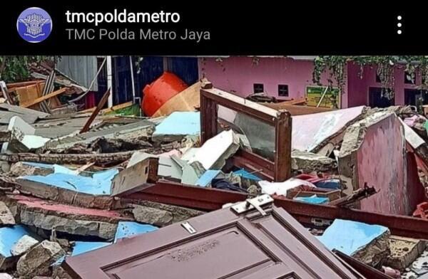 Kosan Tiga Lantai di Mampang Ambruk, Penyebabnya Masih Ditelusuri
