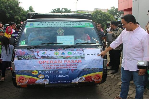 Anies Buka Operasi Pasar Bawang Putih dan Cabai di TTIC Ragunan