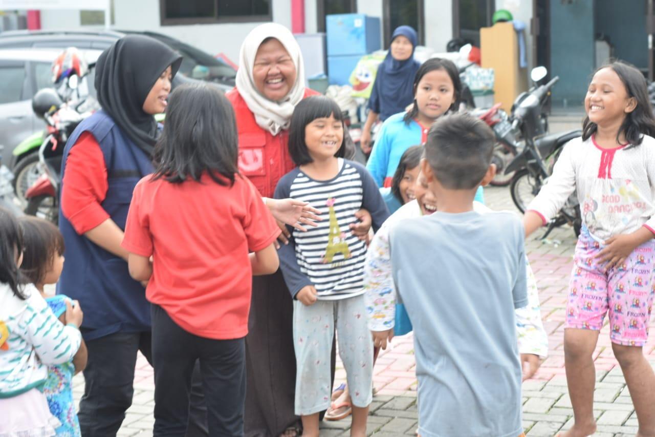 PMI Kota Tangerang Memberikan PSP Kepada Penyitas Banjir Periuk Tangerang