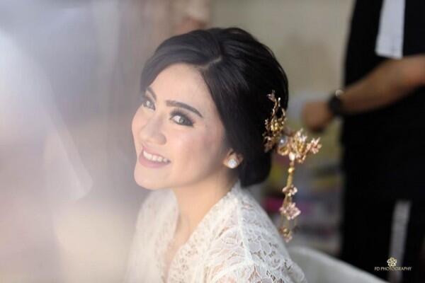 9 Inspirasi Makeup dan Kebaya Lamaran Felicya Angelista yang Elegan