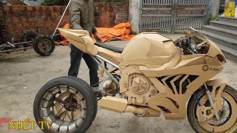 Kelewat Kreatif, Builder ini Ngebangun Motor Pake Kardus
