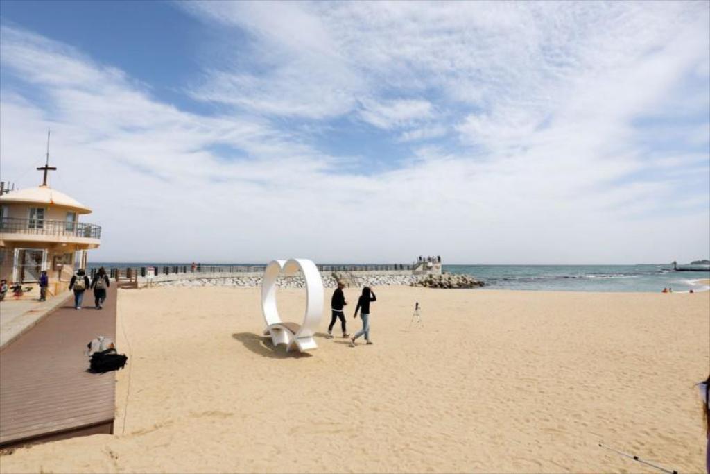 Gyeongpo Beach, Pantai Indah Nan Unik Di Korea Yang Menjadi Favorit Para Wisatawan