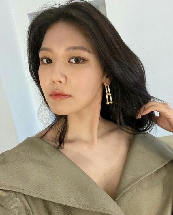 Genap 30 Tahun, 9 Potret Sooyoung SNSD Kian Memukau dan Awet Muda