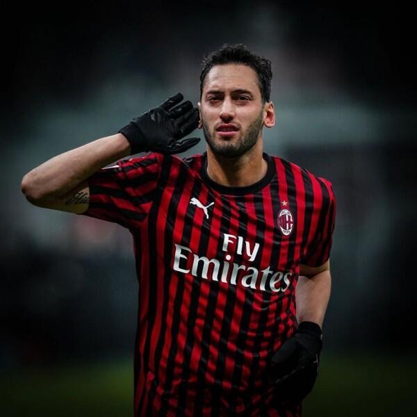 10 Pesona Bintang Turki dan AC Milan, Hakan Calhanoglu