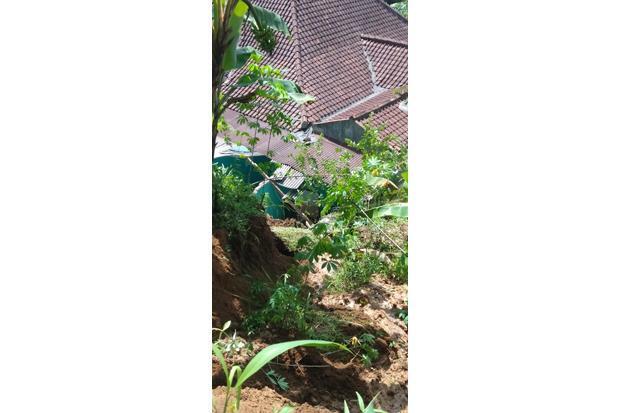 Dua Rumah di Puncak Bogor Rusak Akibat Longsor
