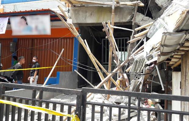 Bangunan Tiga Tingkat Roboh di Matraman, Timpa Toko Kelontong