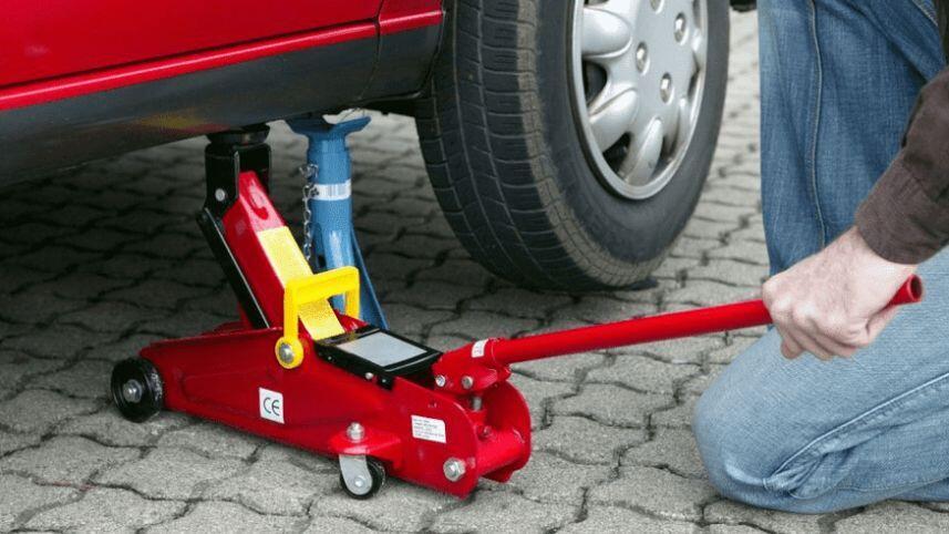 Cara Tepat Pemakaian Dongkrak Mobil