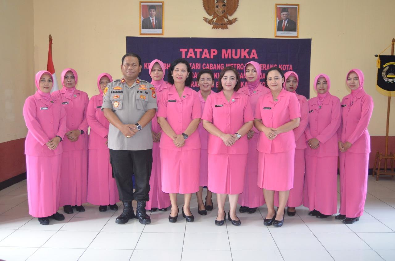 Ketua Cabang Bhayangkari Kota Tangerang Kunjungi Polsek Neglasari