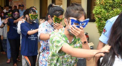 Anak-anak dari Kampung Dijual di Apartemen Gading Nias Jadi Pemandu Karaoke
