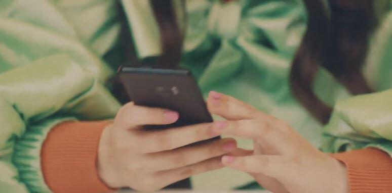 Terekam! Stephanie Poetri Pakai Aplikasi m-BCA di Lagu 'Touch'